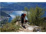 Cima SAT - po neskončnih lojtricah nad GardoGardsko jezero v ozadju