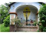 Znamenja (križi in kapelice) na planinskih potehKapelica pri cerkvi Matere Božje.