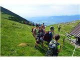 Slovenske planine v vseh letnih časihPri pastirski koči na Hrašenski planinai,nekoč tudi planina Srednica.