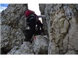 Špik nad nosom (Foronon del Buinz)Pri kaminu-nekako se je treba preriniti skozi in ga preplezati.