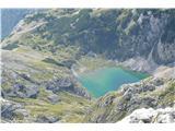 Bovški GamsovecZ vrha se čudovito vidi Spodnje Kriško jezero. Mimo tega jezera pa še nisem šel na Kriške pode.