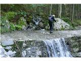 Belopeška jezera - Rifugio Zacchi številni hudourniki na poti so polni vode