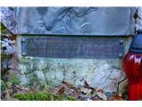 Gorska obeležja NOBPosvečen je mlademu dijaku, ki je tu padel leta 1943.