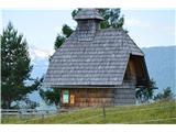 Znamenja (križi in kapelice) na planinskih potehKapelica na planini Uskovnica.