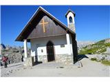 Znamenja (križi in kapelice) na planinskih potehKapelica na poti do koče Lavaredo.