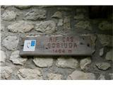 Žrd (2324m)Oznaka za bivak, ki je urejen v delu planšarije. Vse zgleda precej zapuščeno