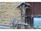 Znamenja (križi in kapelice) na planinskih potehPa še križ iz korenin na Passo Fazarego-2117m.