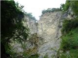 Slovenski slapovi vodotokov 104 metre visok skoraj presahnjen slap Brinta