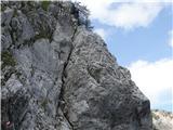 StolZačetni strmi, a dobro varovani del plezalne poti