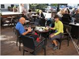 Na Triglav od domaPrvi zaslužen počitek ob kavi in rogljičkih