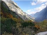 Na Triglav?jesensko obarvana dolina Krme