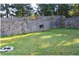 Razgledišče pod Srnjakom nad Logatcem-919mNotranjost.