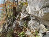 Turska gora čez Kotliški graben in ŽmavčarjiVrv je na lovski poti zamenjala jeklenico....služi namenu.