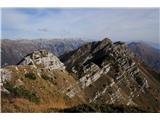 Alta via CAI Gemona (greben Lanež - Veliki Karman)Pogled nazaj na prečenje pod skalnatim vrhom Siroche Gjaline.