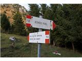Alta via CAI Gemona (greben Lanež - Veliki Karman)Na hitro se odpravimo levo proti oddaljeni vasi Borgo Pers ( Brieh ). Pot 730 je na srečo zložna in mehka, tako da smo lahko popustili vse zavore