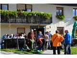 Po poti Cvetja v jeseniV Gorenji Žetini pri kmečkem turizmu imamo flancat in čaj.