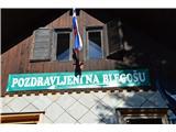 Po poti Cvetja v jeseniDočakala nas je topla koča.
