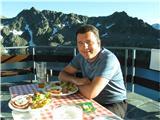 Slastna večerja na višini naše Kredarice