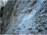 Turska gora čez Kotliški graben in Žmavčarjipogled na najzhtevneši del nazaj. Desno spodaj je sta slavna klina, čez se pride po polički, ki jo vidite, levo na sliki pa je žleb, kjer se pride dol. Lep detajl poti