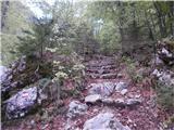 Belopeška jezera - Rifugio Zacchi pot je dobro markirana, velik del poti poteka po stopnicah