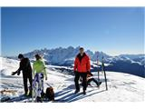 DolomitiNa vrhu Laste-ja z Ital. turnimi smučarji