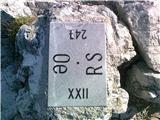 Mejni kamen na vrhu Mrzle gore