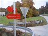 Rokovnjaška planinska pot...nadvoz preko avtoceste je za mano in smer je znana, če želim ,,pešaka,, do Blagovice po Rokovnjaški planinski poti, ampak v  Lukovici bi lahko tudi ,,štopal,,!?...