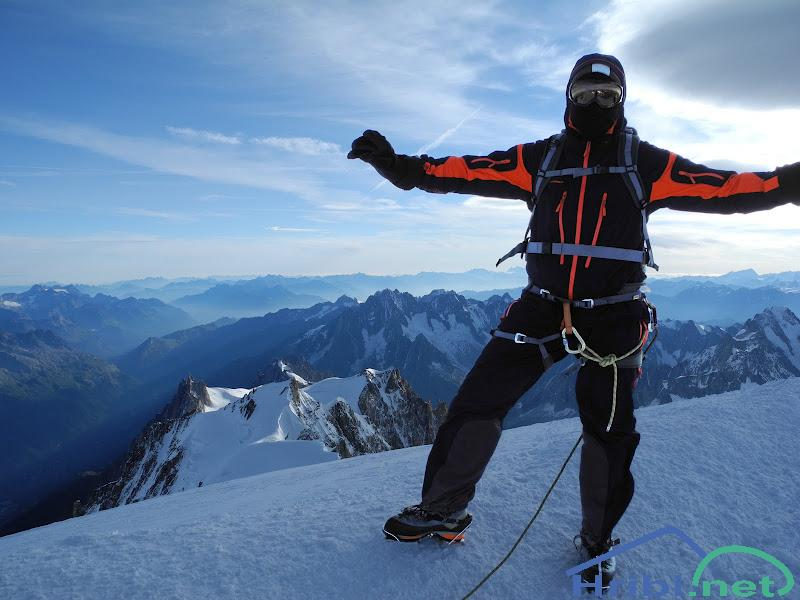 Vrh Mont Blanc spodaj pa Aiguille du  Midi