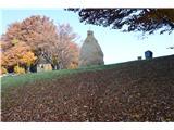 Kojca (1303m)Vrh z zavetiščem.
